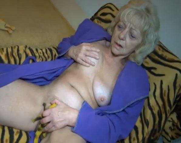 старухи мастурбируют скрытая камера